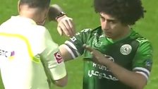 مصری کھلاڑی نے پانی کی بوتل ریفری کے منہ پر دے ماری