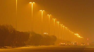 بالفيديو.. الغبار يغطي سماء الرياض ويعلق الدراسة