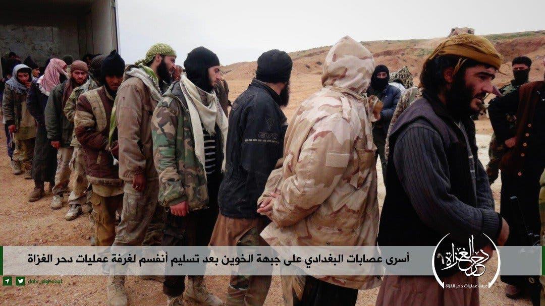 عناصر داعش يسلمون أنفسهم في  إدلب