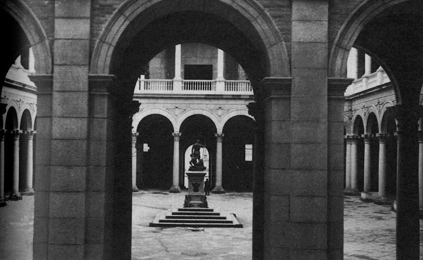 الفناء الداخلي لقصر طليطلة