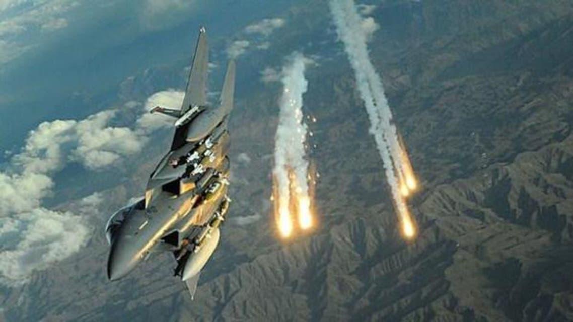 جنگندههای ائتلاف عربی کارشناسان شنود و جاسوسی ایرانی در استان «تعز» را هدف قرار دادند