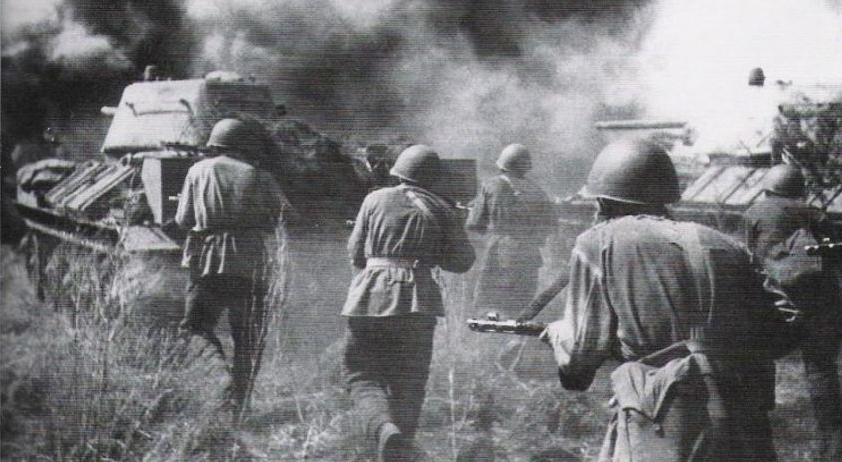 آوریل 1945، نیروهای شوروی در حال پیشروی به سوی برلین