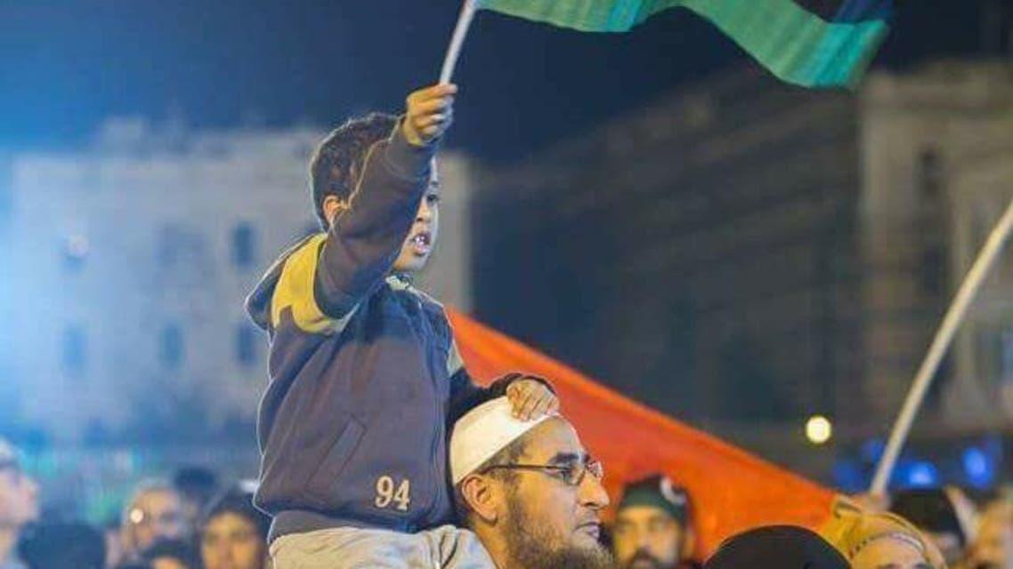 تنتوش بين المحتفلين بالذكرى السابعة للثورة الليبية في ساحة الشهداء بطرابلس