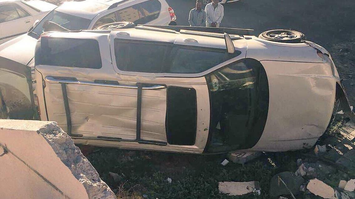 سيارة المعلم الغنمي بعد ارتطامها بالجدار