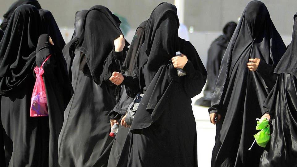 1cc355ac9 هذه قصة عباءة المرأة السعودية قبل وبعد