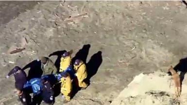 بالفيديو.. رجل يُضحي بحياته من أجل إنقاذ كلبه