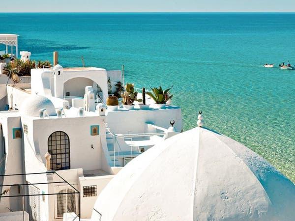 عدد قياسي للسياح في تونس يقفز بإيرادات القطاع 45%