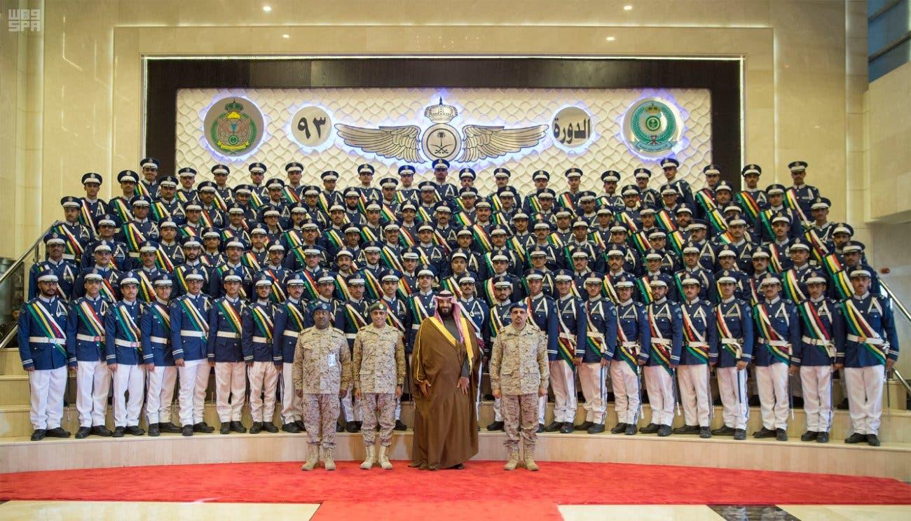 ولي العهد يرعى حفل تخريج الدفعة 93 من طلبة كلية الملك فيصل الجوية 3