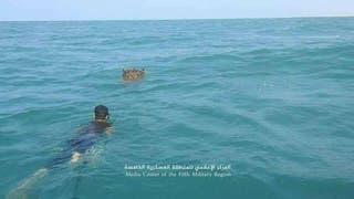 فرق هندسية في الجيش اليمني أثناء عملية استخراج الألغام البحرية