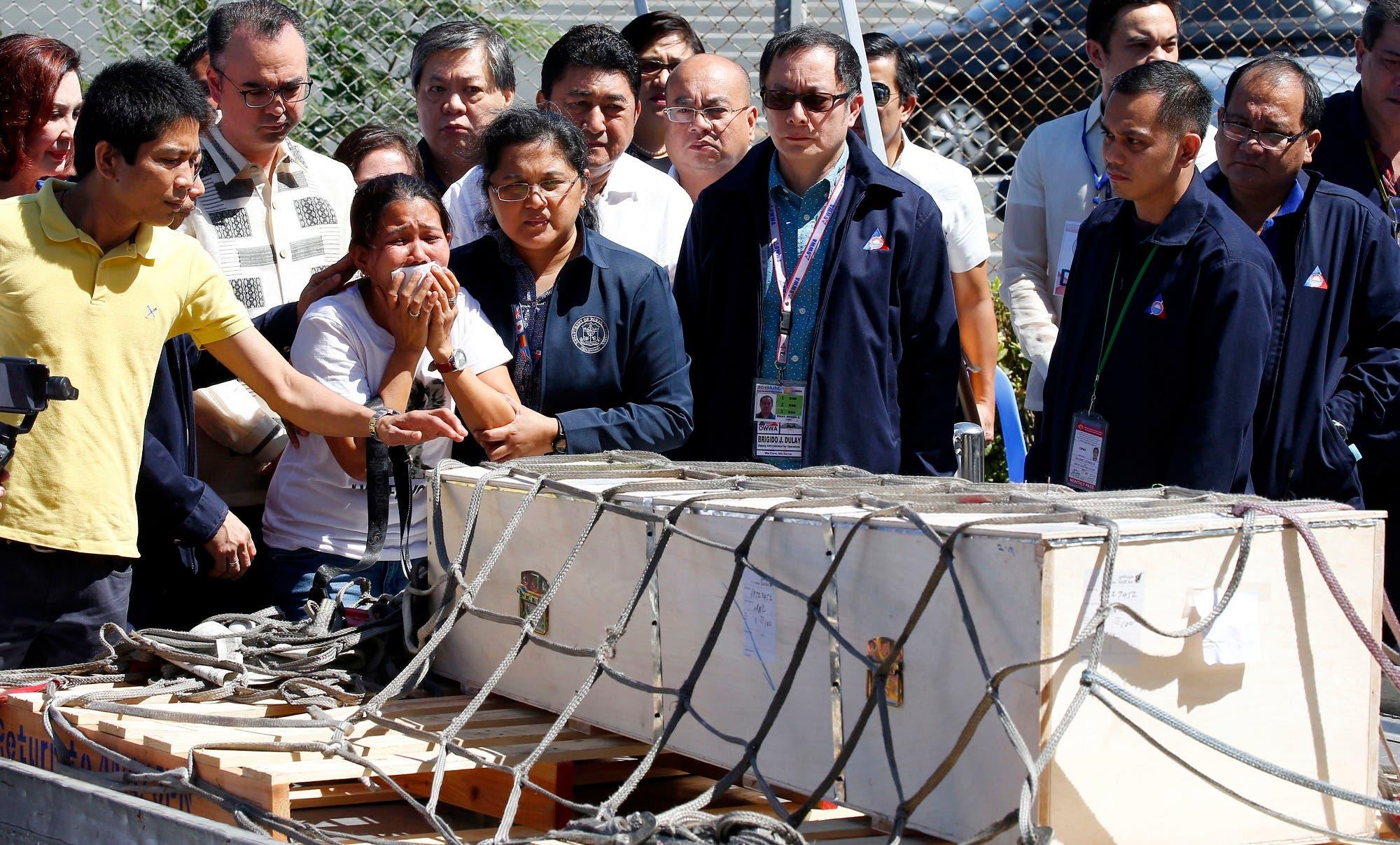 دموع على نعش العاملة الفلبينية
