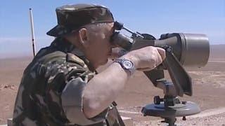 35 مسلحا يسلمون انفسهم للسلطات الجزائرية للاستفادة من العفو