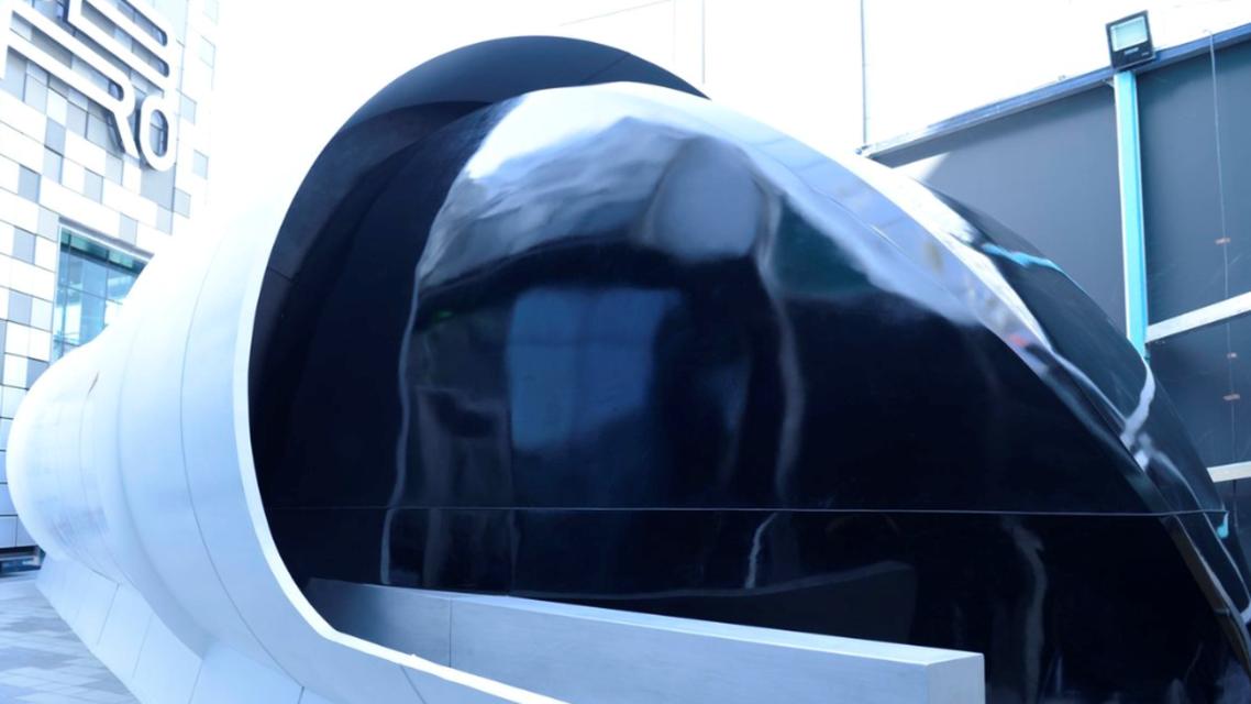 """دبي تعرض النموذج الأولي لتصميم """"هايبرلوب"""" فائق السرعة"""