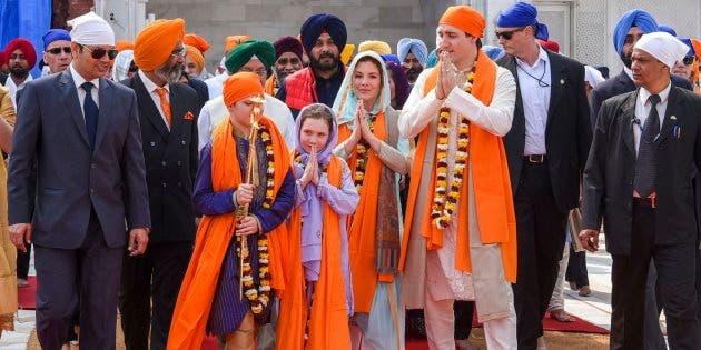 رئيس الوزراء الكندي ظهر مرتديا العديد من الأزياء الهندية المحلية