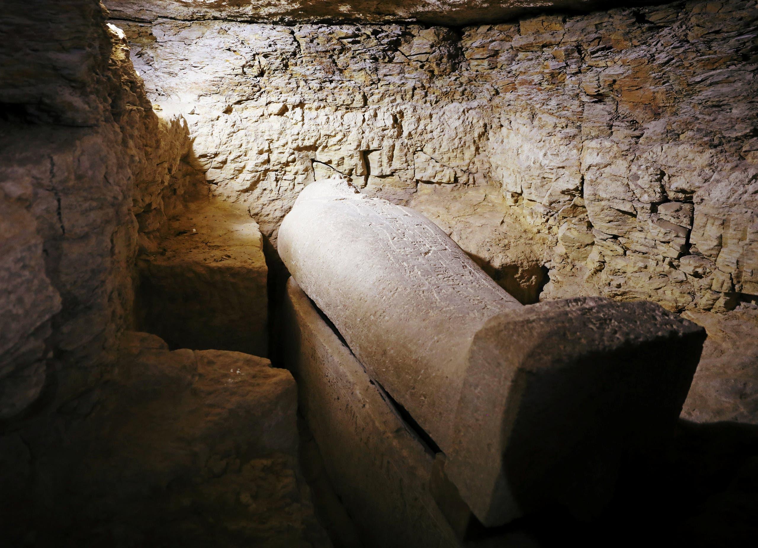 من داخل أحد المقابر المكتشفة