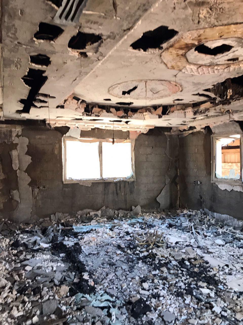 أطلال المنزل بعد حرق الإرهابيين له