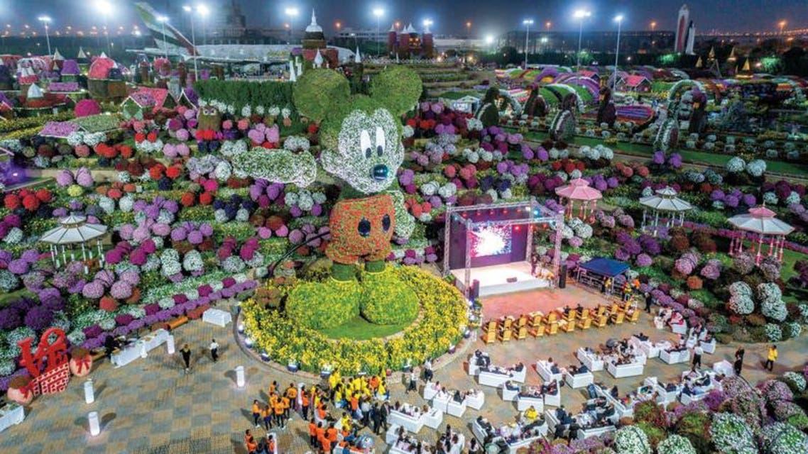 """بالصور.. أكبر مجسم لـ""""ميكي ماوس"""" من الزهور في دبي"""