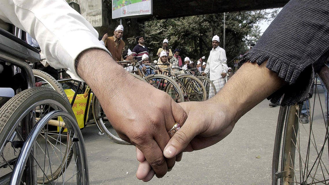 Members of the Bangladeshi organization Action on Disability and Development form a human chain during a demonstration in Dhaka, on 26 January 2004. (AFP)