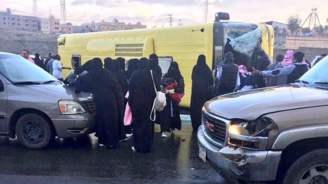 انقلاب حافلة طالبات في عسير