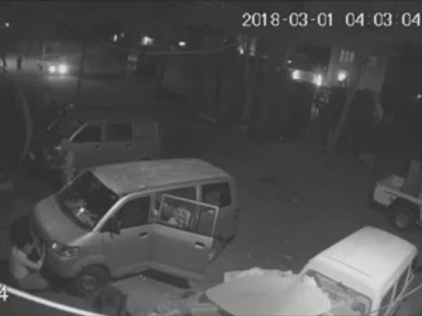 بالفيديو.. مجهولون يحرقون مطابع صحيفة يمنية في عدن