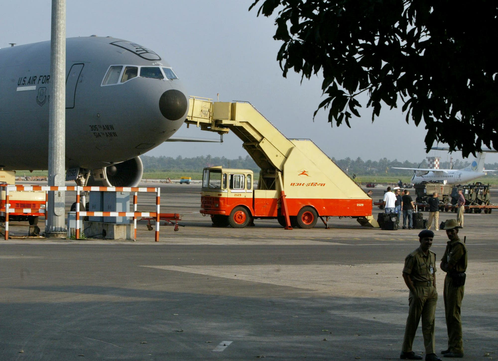 US Air Force personnel prepare to board a US Air Force KC10 plane at the Netaji Subhash Chandra Bose International airport in Calcutta on Nov. 4, 2005. (AP)