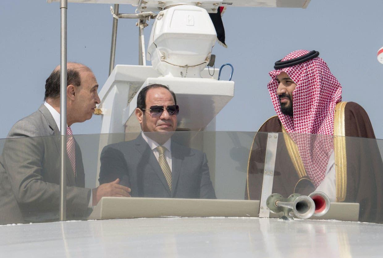 ولي العهد السعودي والسيسي أثناء رحلة بحرية في قناة السويس