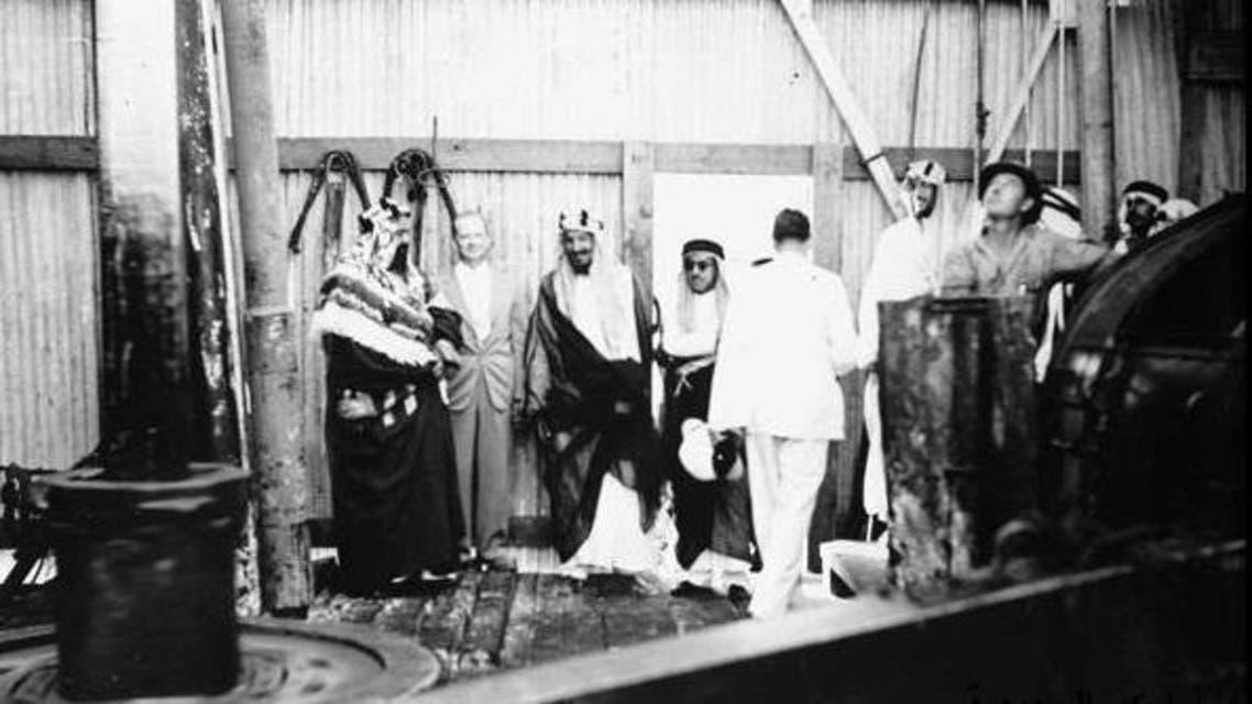 الملك عبد العزيز عند زيارته للظهران