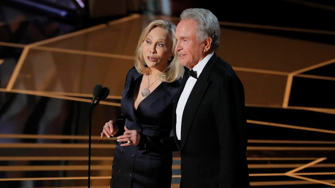 Warren Beatty and Faye Dunaway take the stage to present the Oscar for Best Picture. (Reuters)