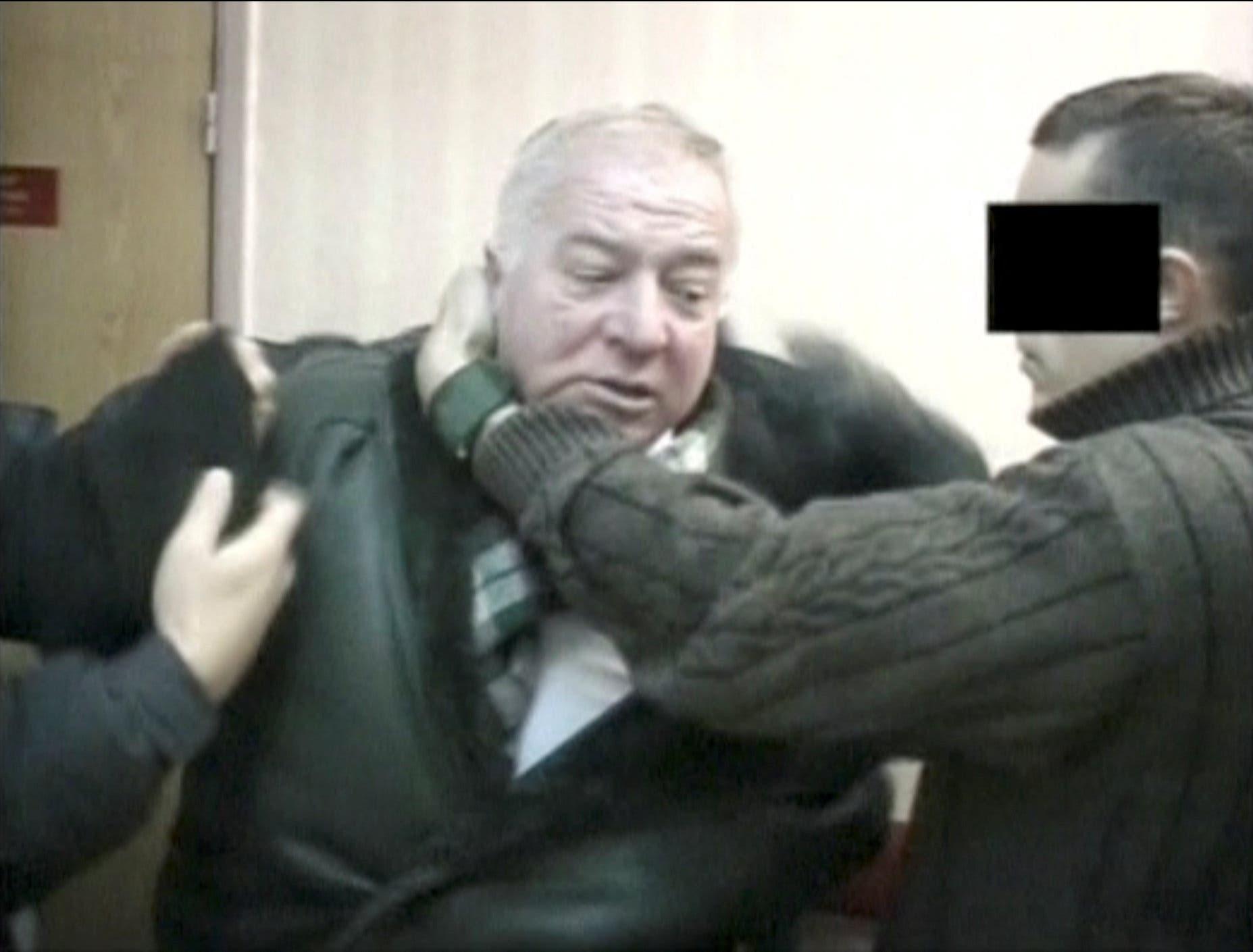 لقطة من فيديو للجاسوس الروسي وهو معتقل لدى أجهزة أمنية غير محددة وبتاريخ غير محدد
