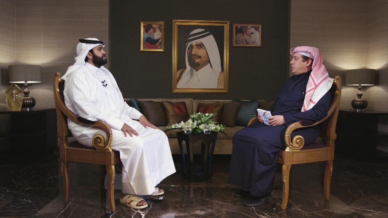 سلطان بن سحیم  العربیہ کے جنرل مینجر  ترکی الدخیل سے  گفتگو  کرتے  ہوئے۔