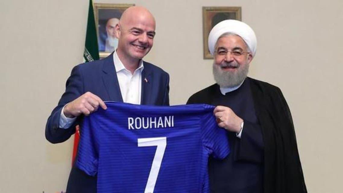 """حسن روحاني يعد رئيس الـ""""فيفا"""" بفتح أبواب الملاعب للنساء"""
