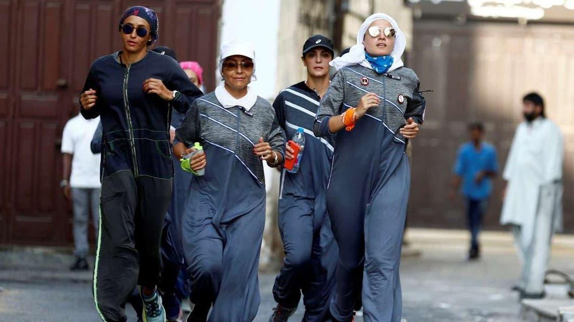 نساء يركضن بشوارع جدة يوم المرأة العالمي