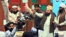 لاہور میں نواز شریف پر جوتا اچھال دیا گیا