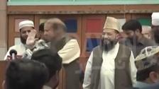 شاهد الحذاء يصفع رئيس وزراء باكستان السابق على المنصة