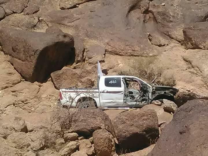 سيارة الهلال الأحمر بعد استهدافها من الحوثيين