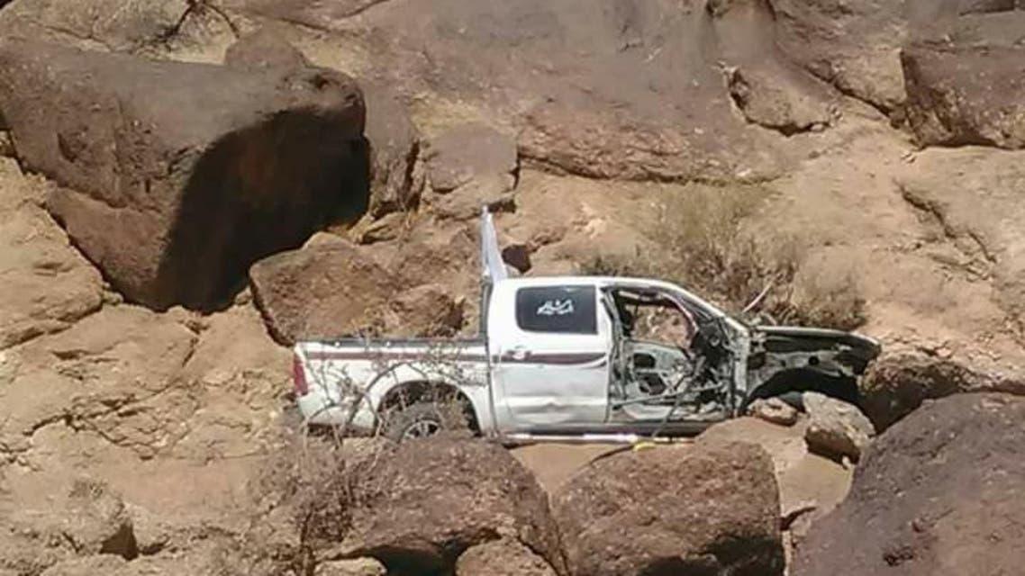 سيارة الهلال الاحمر بعد استهدافها من الحوثيين