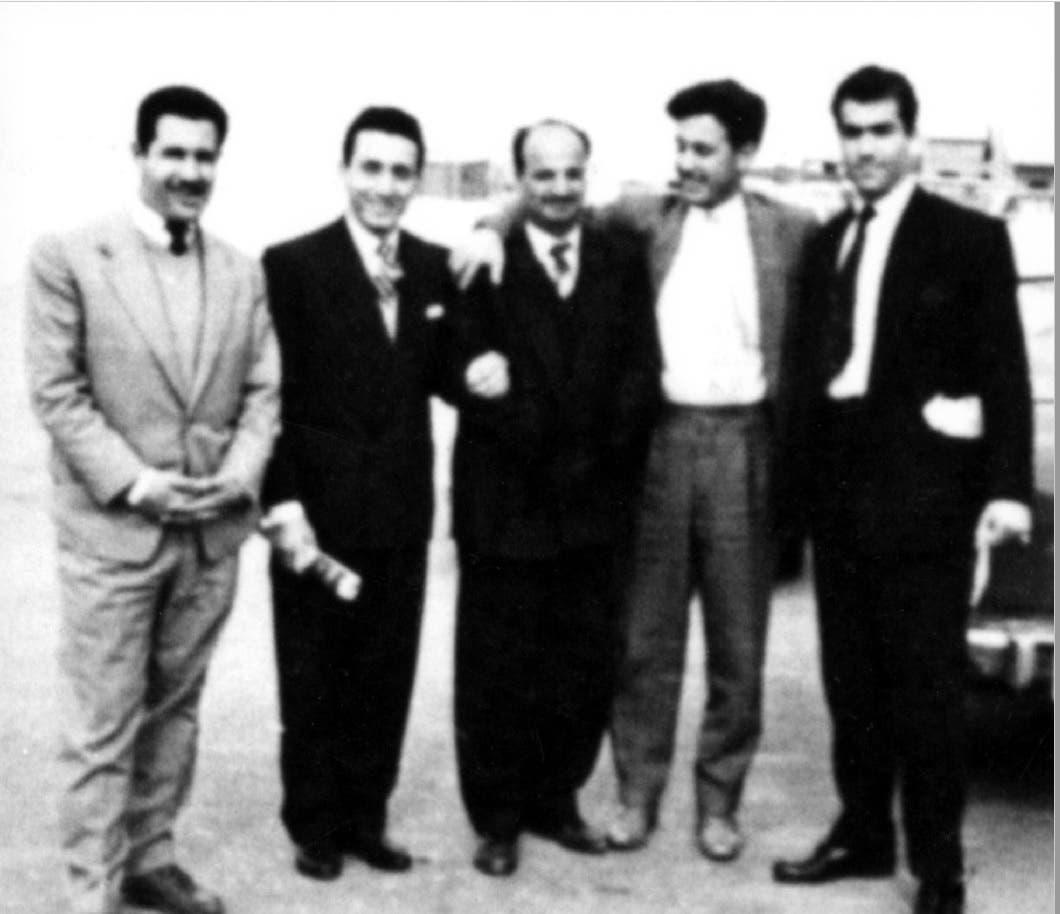 یاسر عرفات 1957ء میں کویت میں  اپنے ساتھیوں کے ہمراہ ۔