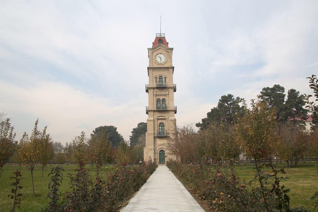 این برج بلند در  باغ قصر دلکشا در ارگ قرار دارد. در قسمت بالای این برج یک ساعت بزرگ نصب شده که به چهار طرف  پایه دارد. این ساعت یک قرن قبل یعنی در سال 1911 میلادی خریداری و نصب شده است.
