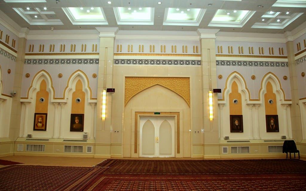 این تعمیر برای تدویر کنفرانسها درنظر گرفته شدهاست. در طبقه اول آن هال بزرگ کنفرانسها موقعیت دارد که در مجموع دوازده اتاق را شامل میگردد. در زیر زمینی این تعمیر حمام و سالون سپورتی ساخته شدهاست