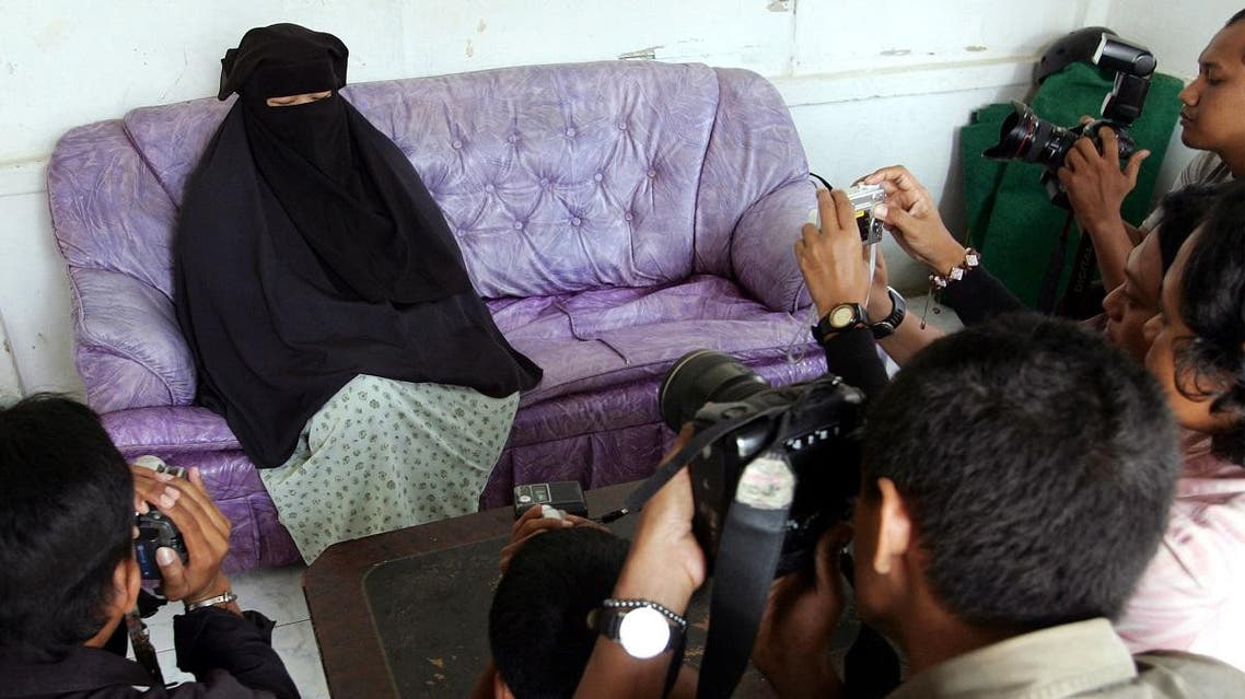 Indonesian Mira Agustina, 28, the wife of Omar Faruq, one of al Qaeda leader Osama bin Laden's top global lieutenants, speaks to journalists in her house in Bogor, West Java September 26, 2006. (Reuters)