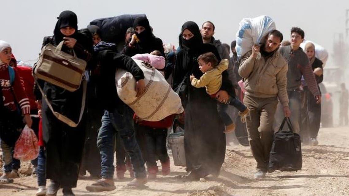 رجال ونساء وأطفال يفرون من الغوطة الشرقية