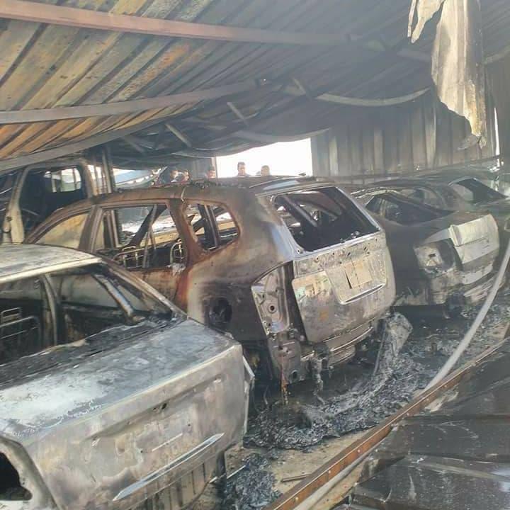 """حريق ضخم يلتهم 26 سيارة و29 """"توكتوك"""" بمصر"""