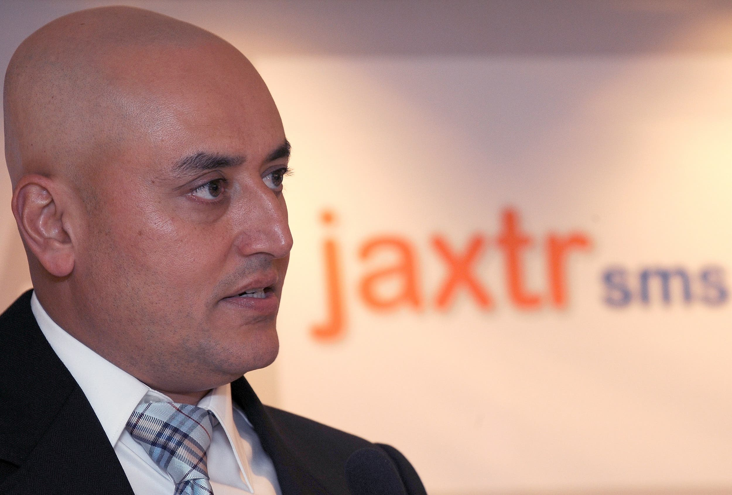 Sabeer Bhatia announcing the launch of his venture Jaxtrsms in Mumbai on November 22, 2011. (AFP)