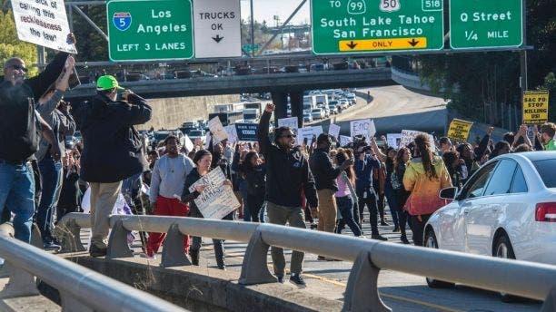 احتجاج في كاليفورنيا