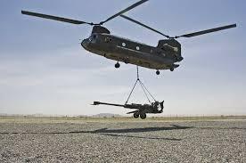 سهل الحمل والنقل بواسطة الطائرات المروحية من موقع لآخر بميادين القتال