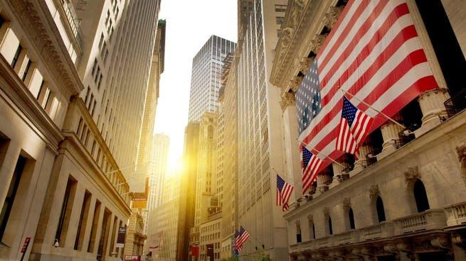 الأسهم الأميركية تستقطب تدفقات قياسية مع فقدان الذهب بريقه