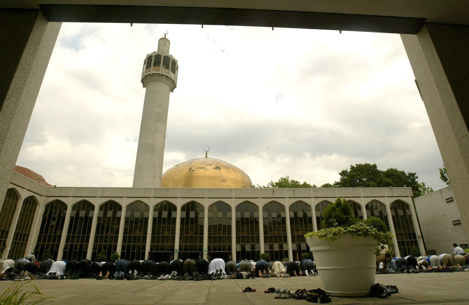Muslims pray at London's Central Mosque in Regents Park on 15 July 2005. (AFP)