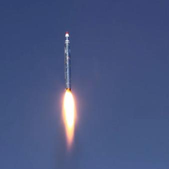 أنباء عن اختبار إيران صاروخا باليستيا مداه ألف كيلومتر