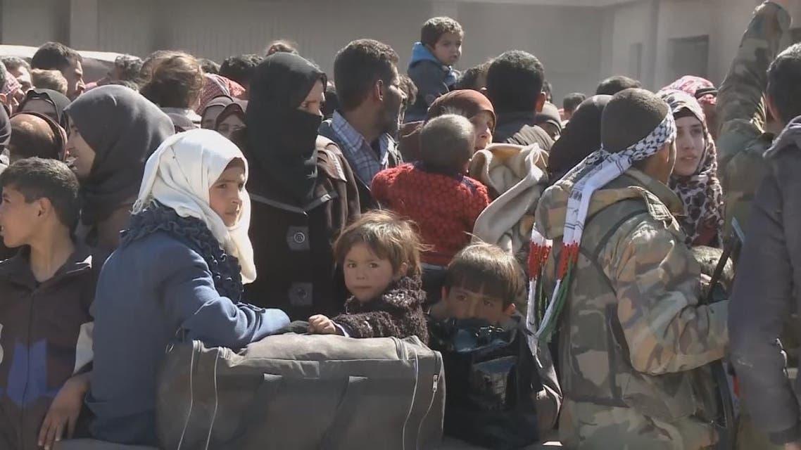قوات النظام تضع المهجرين من الغوطة في مراكز تجمع وتعاملهم كالمعتقلين