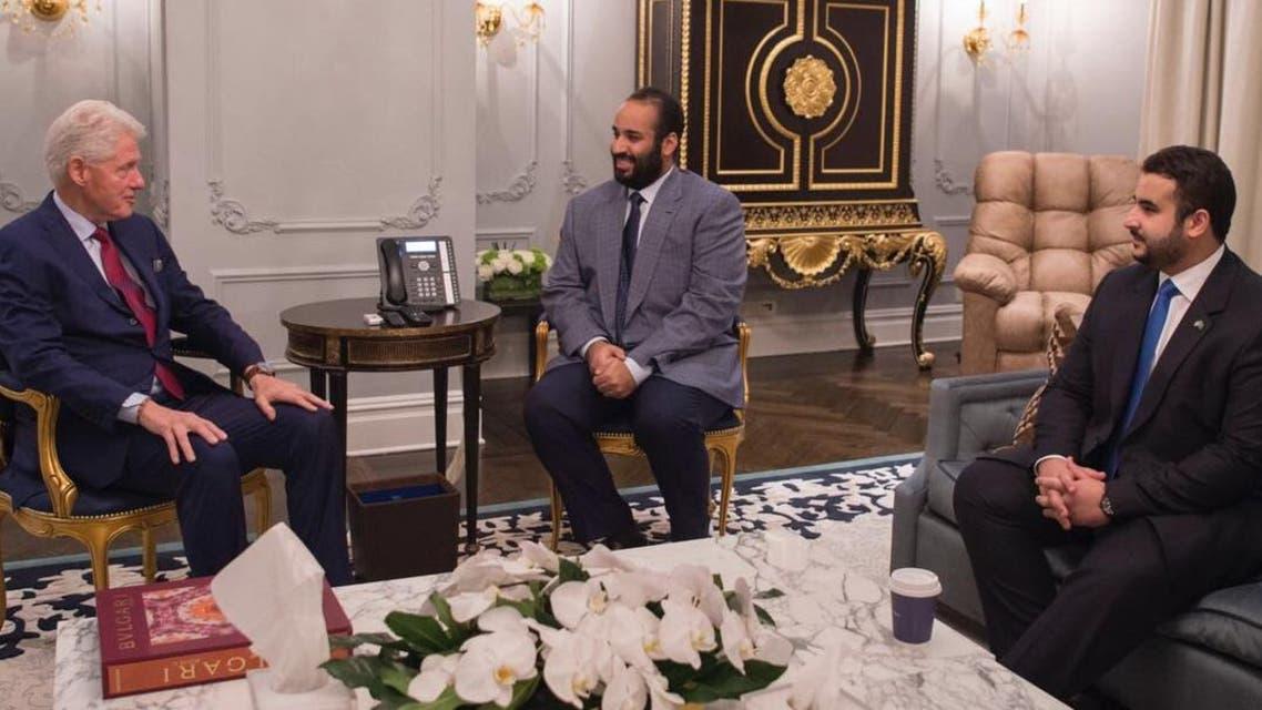 محمد بن سلمان يلتقي كلينتون بحضور خالد بن سلمان