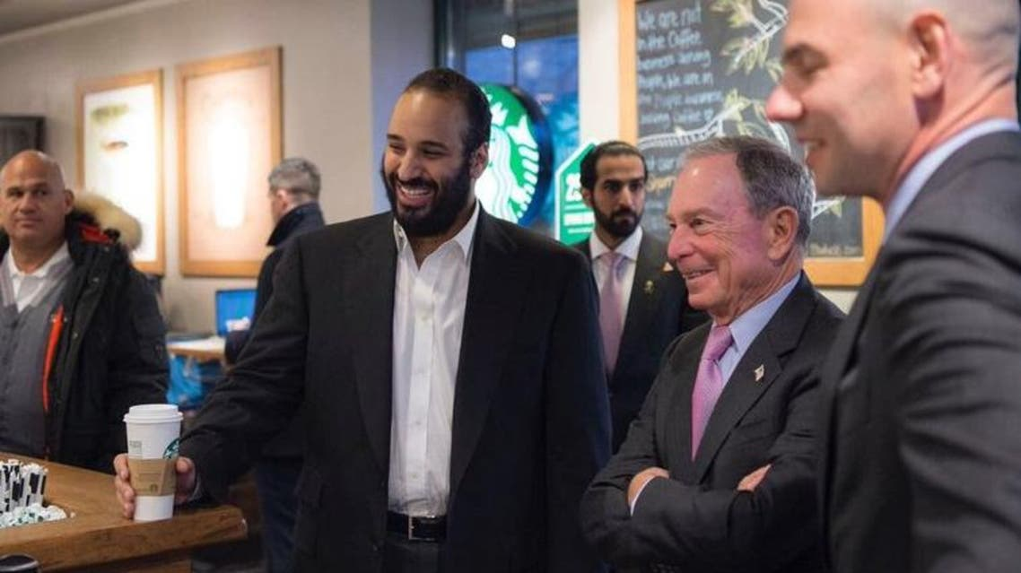 الأمير محمد بن سلمان يتناول القهوة